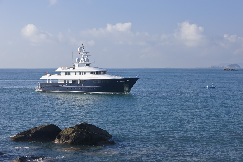 OCEAN'S SEVEN - Exterior – Luxury Yacht Browser | by